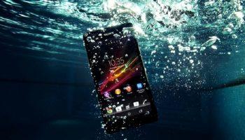 Mẹo xử lý khi điện thoại rơi xuống nước